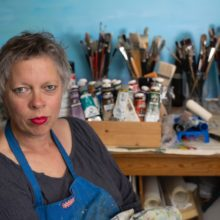 Hinke in haar atelier